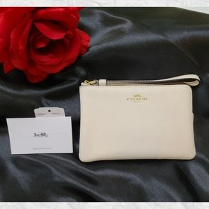 Coach Crossgrain Leather Wristlet Chalk